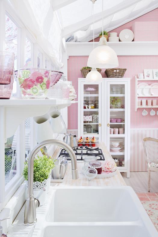 Thiết kế phòng bếp tông màu hồng mê hoặc phái đẹp - 2