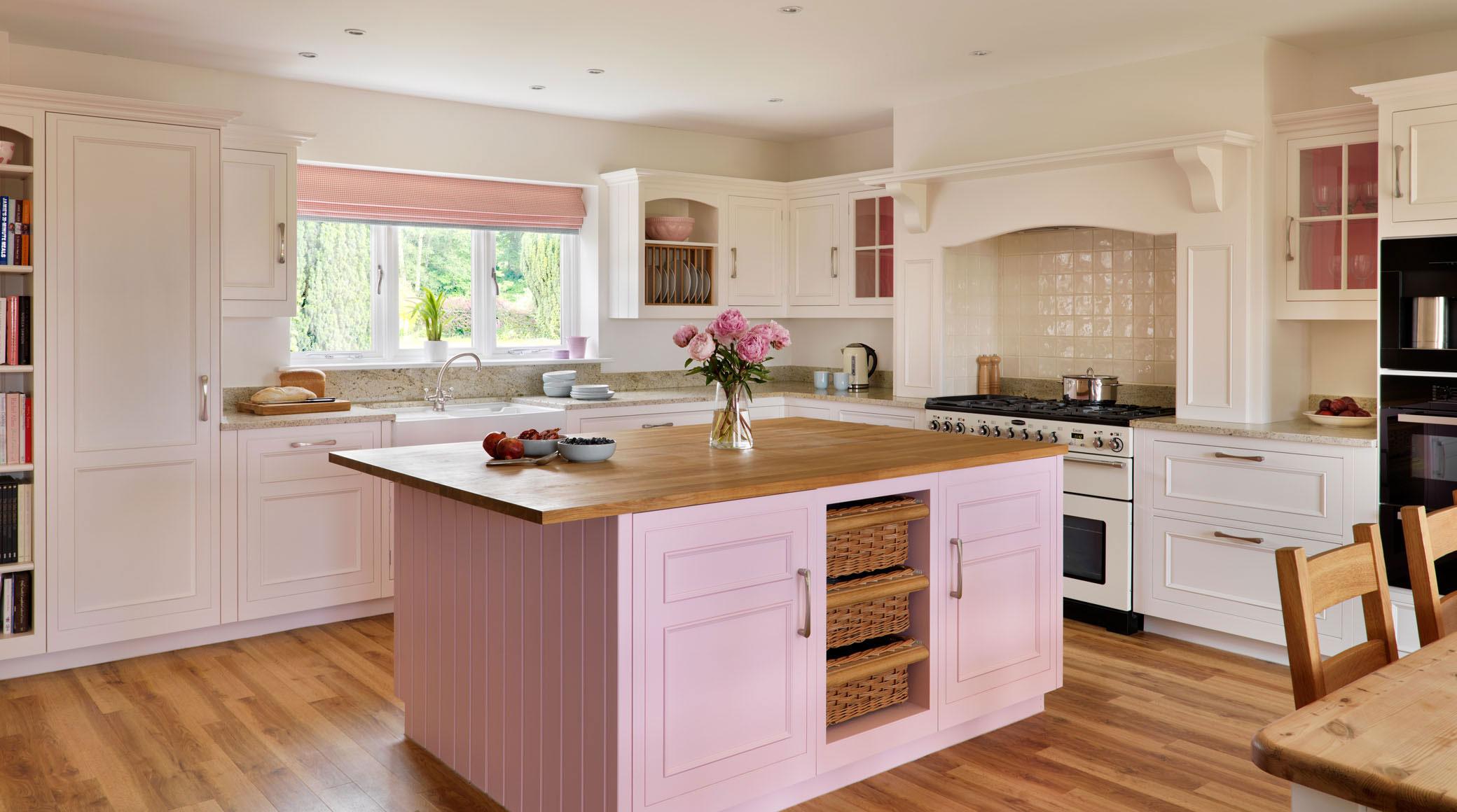 Thiết kế phòng bếp tông màu hồng mê hoặc phái đẹp - 4