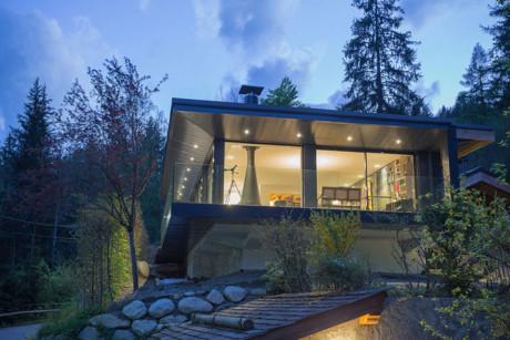 Ngôi nhà gỗ tinh xảo, kỳ lạ kích thích sự tò mò