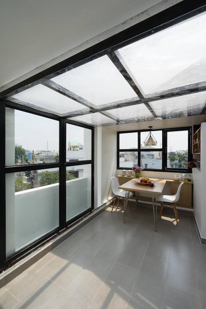 Ngắm nhìn không gian nhà phố nhỏ nổi bật với tone màu đen- trắng