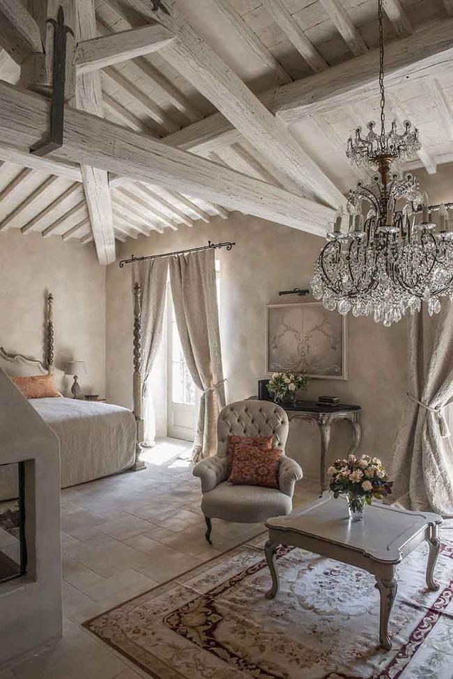 Không gian phòng ngủ phong cách Pháp lãng mạn và sang trọng