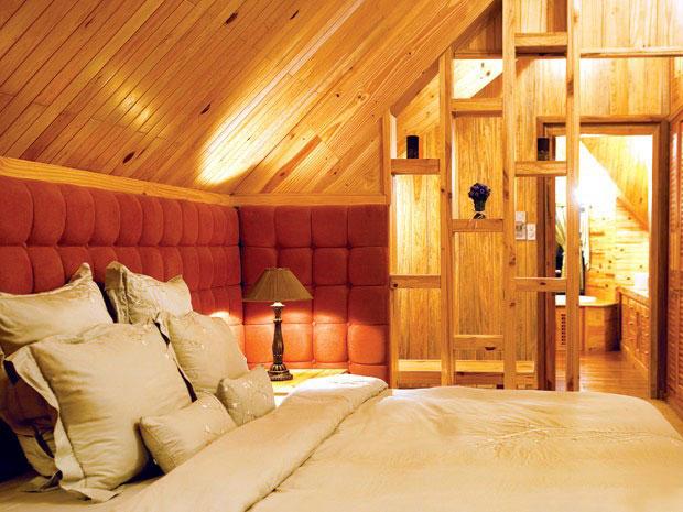 Ngắm nhà gỗ nằm êm đềm trên sườn đồi Đà Lạt