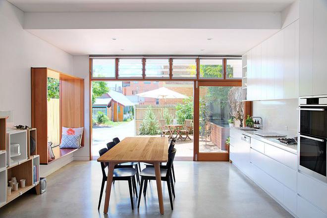 Khác biệt với 10 mẫu thiết kế nhà bếp có ghế ngồi bên cửa sổ - 09