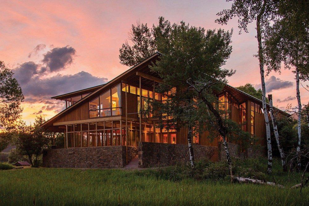 Thiết kế nhà gỗ hiện đại hòa mình cùng thiên nhiên tại Montana - 01