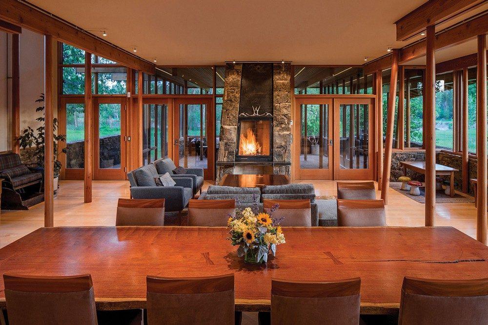 Thiết kế nhà gỗ hiện đại hòa mình cùng thiên nhiên tại Montana - 10