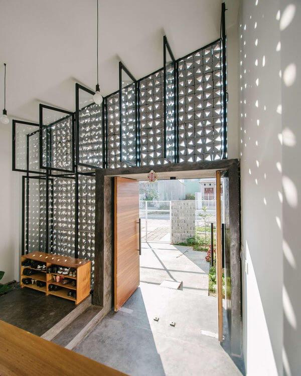 Khám phá ngôi nhà 90m2 tận dụng tường gạch lấy sáng tuyệt vời