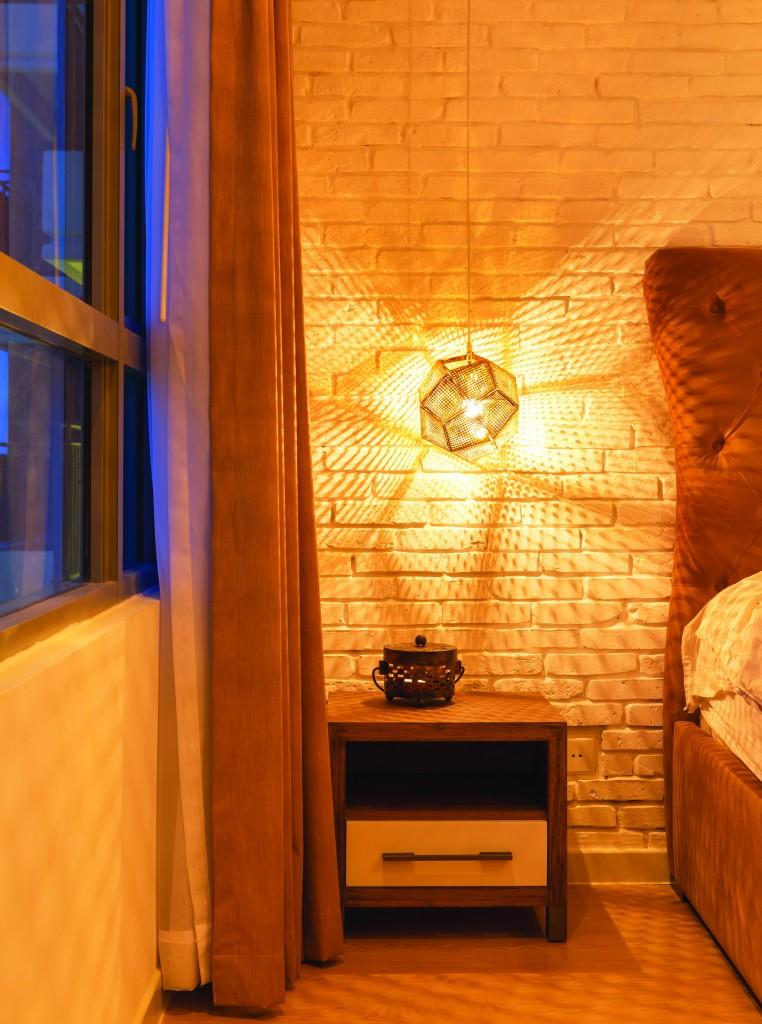 Nội thất phòng ngủ tông trầm - khi cá tính hòa quyện sắc màu