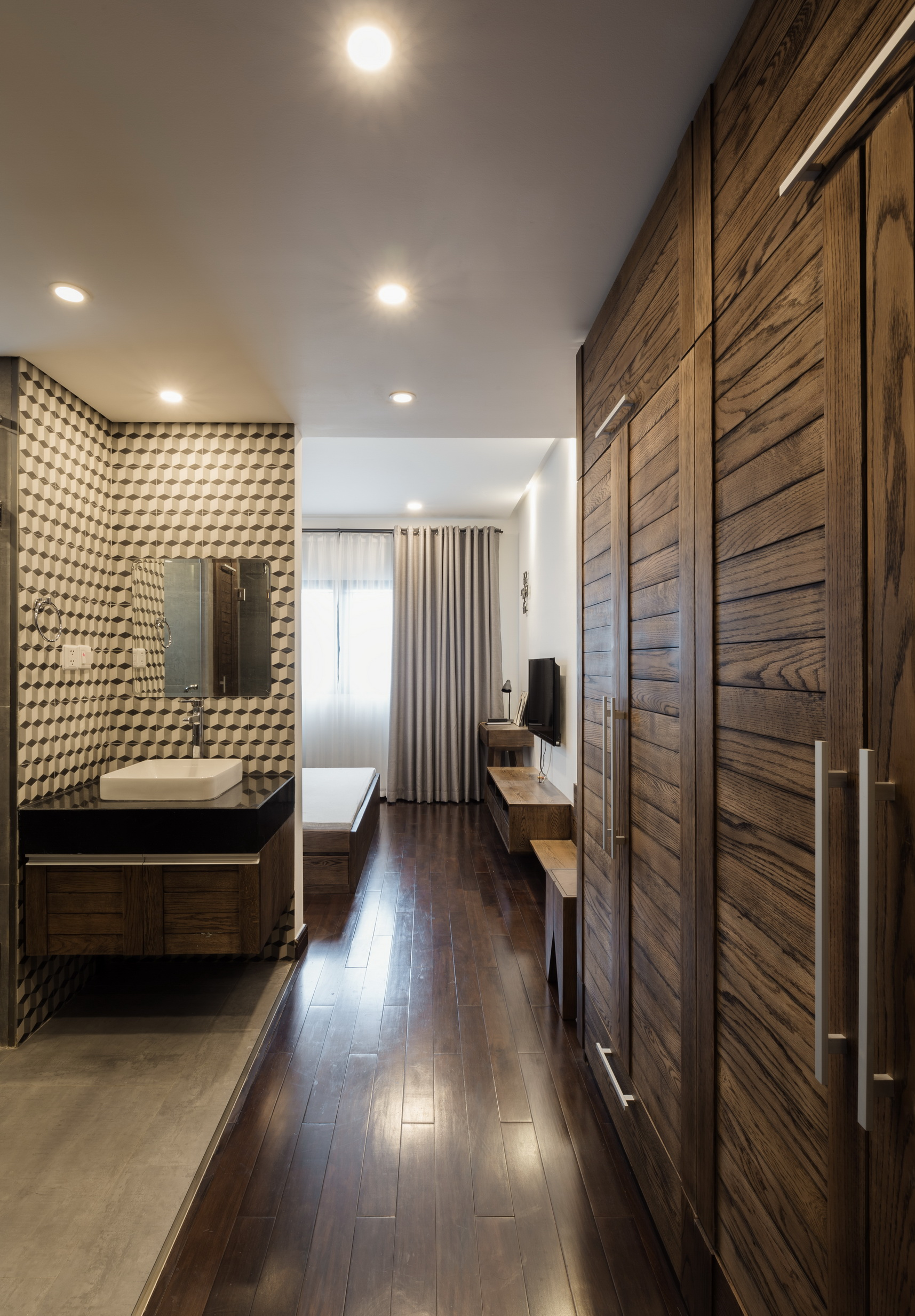 Nội thất căn hộ mang phong cách thô mộc trầm mặc cho gia chủ trung niên