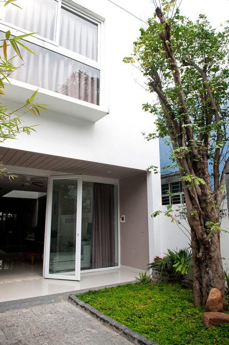 Điểm nhấn giếng trời trong căn nhà ống 2 tầng tại Đà Nẵng